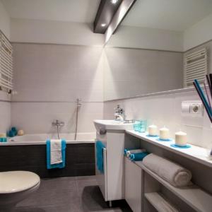bathroom-2094684_1280